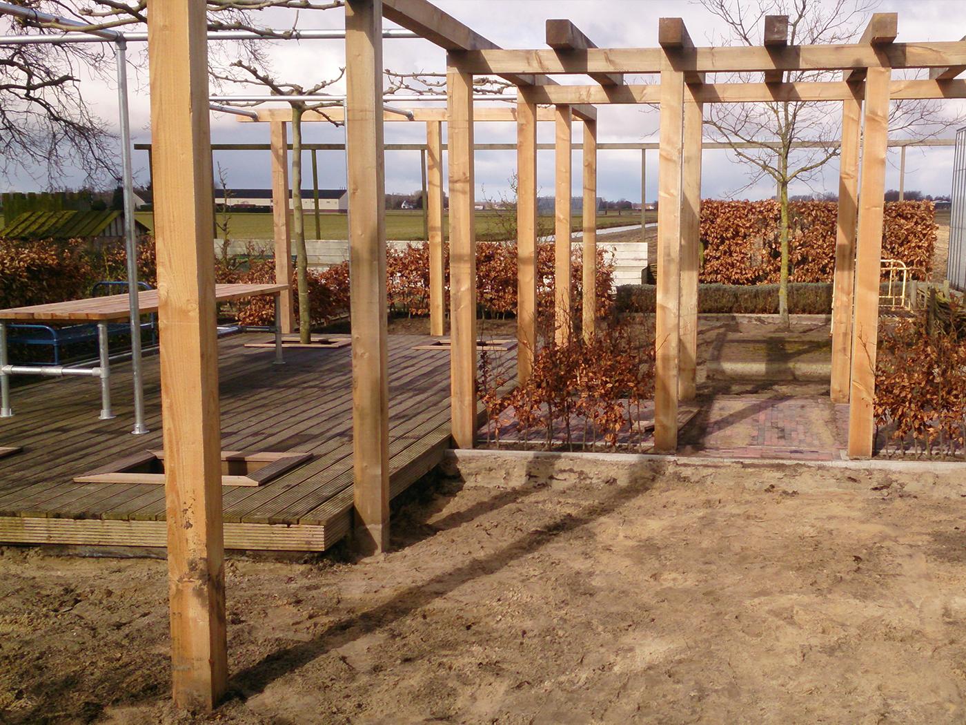 Stoere tuin met pergola en dakplatanen trompert tuinen - Bank voor pergola ...